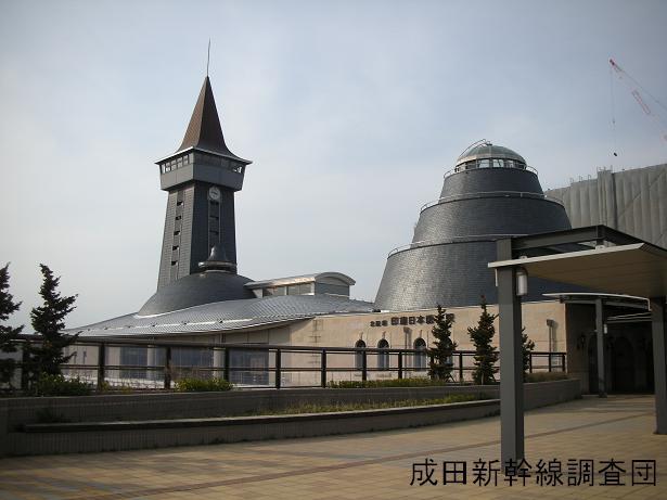 外から見た印旛日本医大駅