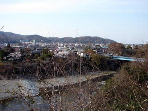 伝御殿曲輪から望む荒川と寄居町市街地