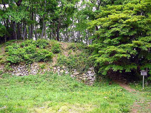小谷城本丸に残る石垣