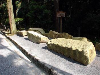 参拝道に展示の伏見城石垣