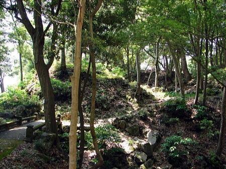 東矢倉跡 空堀のそばに位置する。