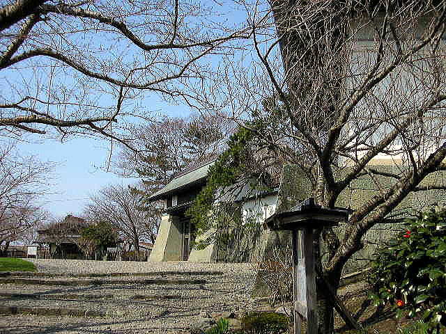 写真奥より旧福山城本丸表御殿玄関、本丸御門、天守