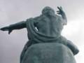 [ネタ]長崎原爆の日によせて平和祈念像の後ろ頭を…。ヘ(。。ヘ)☆\バキ