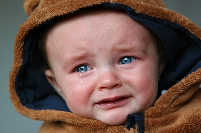 赤ちゃんが泣く原因と泣き止ませテクニック9選