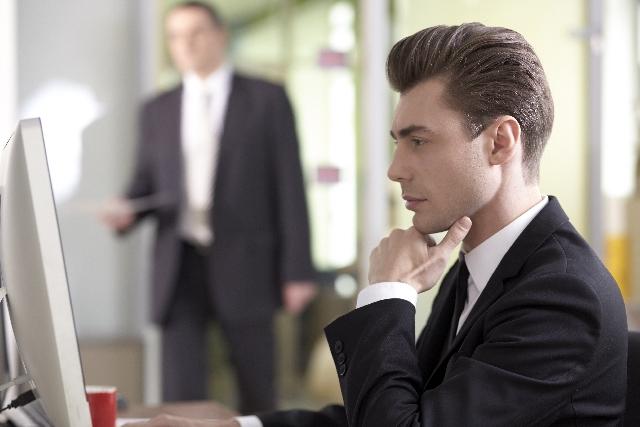 仕事で他人の事を気にする人の5つの特徴