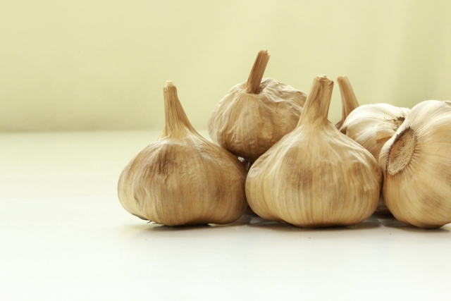ニンニクを食べて元気になる効果と臭い対策