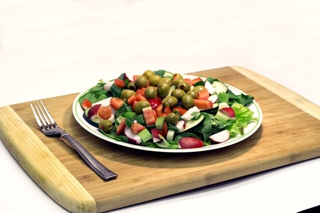 栄養素を意識しつつ、バランスの取れた食事を目指す