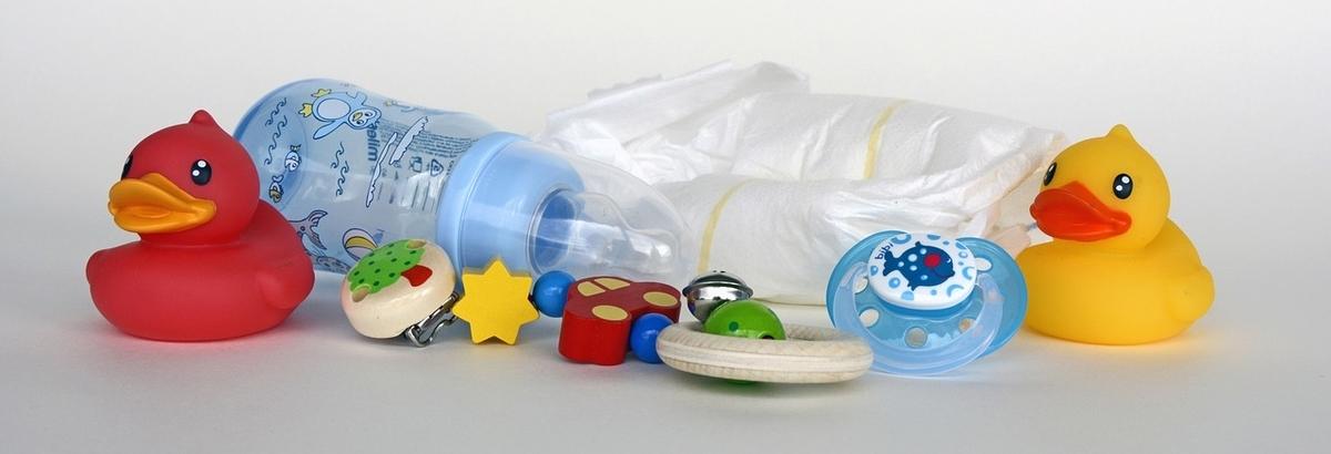 哺乳瓶を嫌がる我が子に飲んでもらうための12個の行動