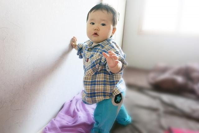 手足の末端まで思い通りに動かせる生後9ヵ月から10ヵ月の赤ちゃんの特徴