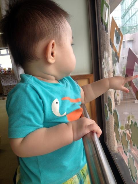 ジェスチャーや表情で気持ちを伝える生後10ヵ月から11ヵ月の赤ちゃんの特徴