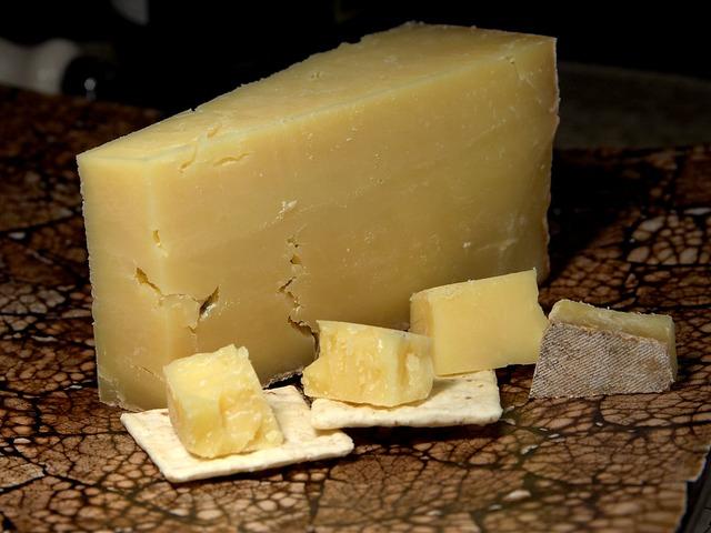 飲み前にする二日酔い対処法はチーズを食べる