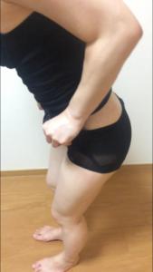 骨盤ショーツクリスチャンココの履き方を説明している写真③