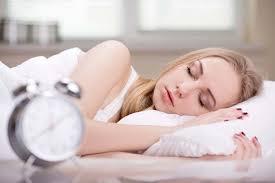 イージースリムレッグを履いて寝る女性