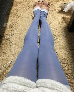 メディソックスナイトを履いている女性の写真