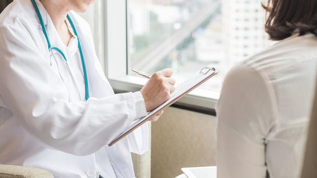医師と患者の画像
