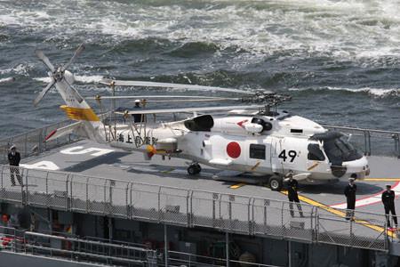 「あまぎり」に搭載された123航空隊のSH-60J(シリアル8249)