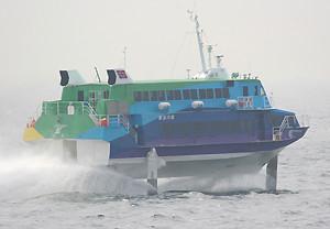 東海汽船のジェットフォイル「セブンアイランド 夢」