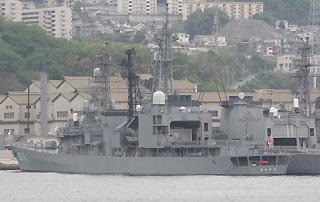 呉—松山航路フェリーから見た練習艦「あさぎり」