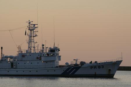 小樽港に停泊する巡視船ほろべつ PM83