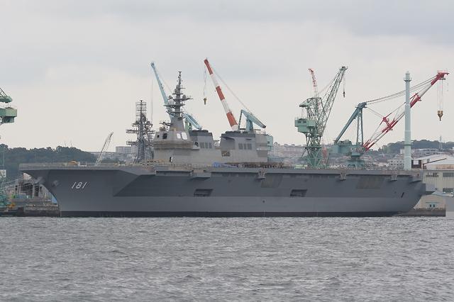 IHI-MU横浜工場の艤装岸壁に停泊する]護衛艦「ひゅうが」DDH181 IHI-MU横浜工場