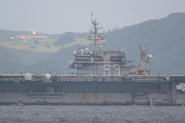 2007年9月23日 浦賀水道航路を北航する空母キティホーク