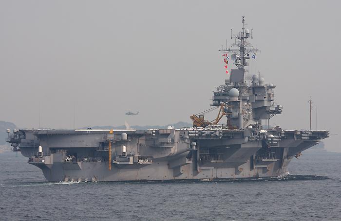 2008年4月4日 浦賀水道航路を北航する空母キティホーク