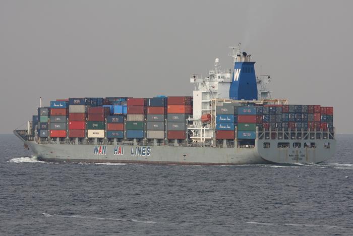 2008年4月4日 浦賀水道航路を南航するWAN HAI306
