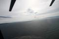 [旅行]館山上空を飛ぶ「しらせ」搭載S-61(8187)から大島方面を見る