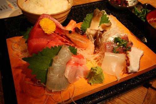 三崎の「庄和丸」にて刺身定食