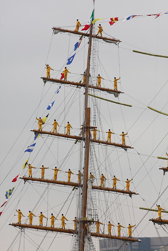 メキシコ海軍の練習帆船クワウテモックでの登檣礼