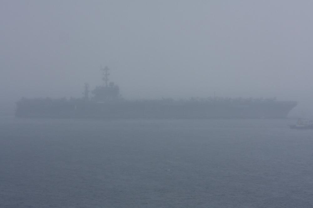 2010年6月14日 浦賀水道航路を南航する空母ジョージ・ワシントン