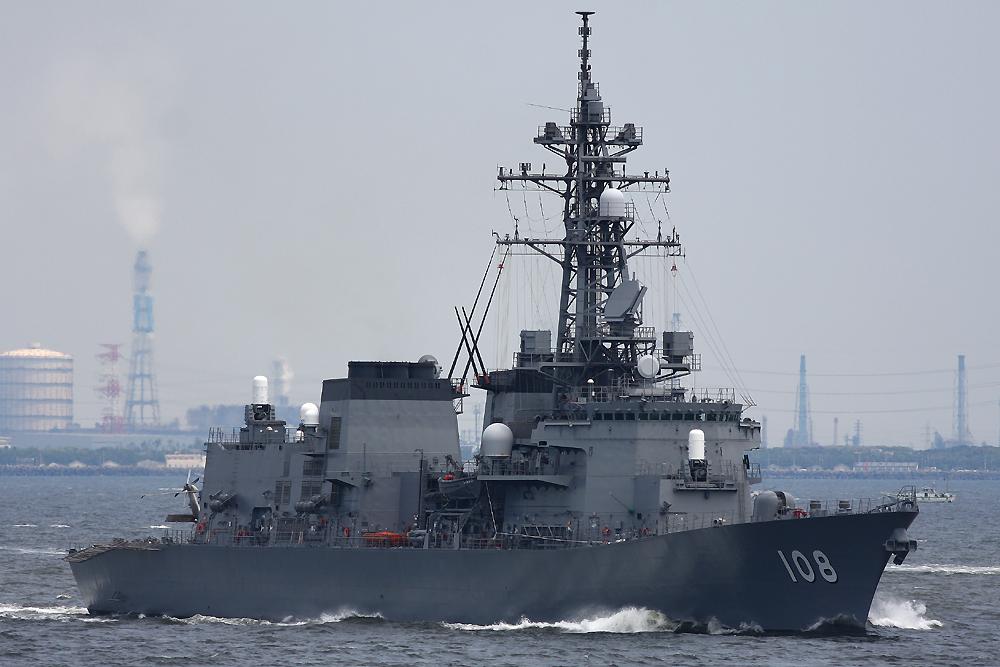 2010年5月16日 浦賀水道航路を南航する護衛艦あけぼのDD-108