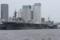 2010年6月26日 晴海に碇泊する護衛艦ひゅうがと揚稑指揮艦ブルーリッ