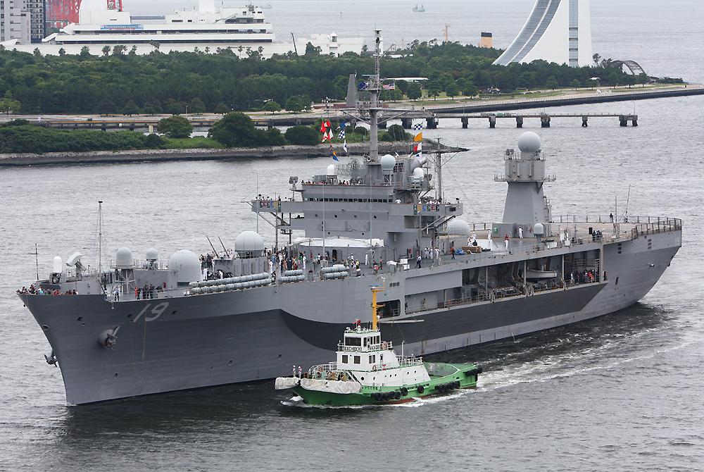 2010年6月26日 晴海に入港する揚陸指揮艦ブルーリッジUSS Blue Ridge LCC-19
