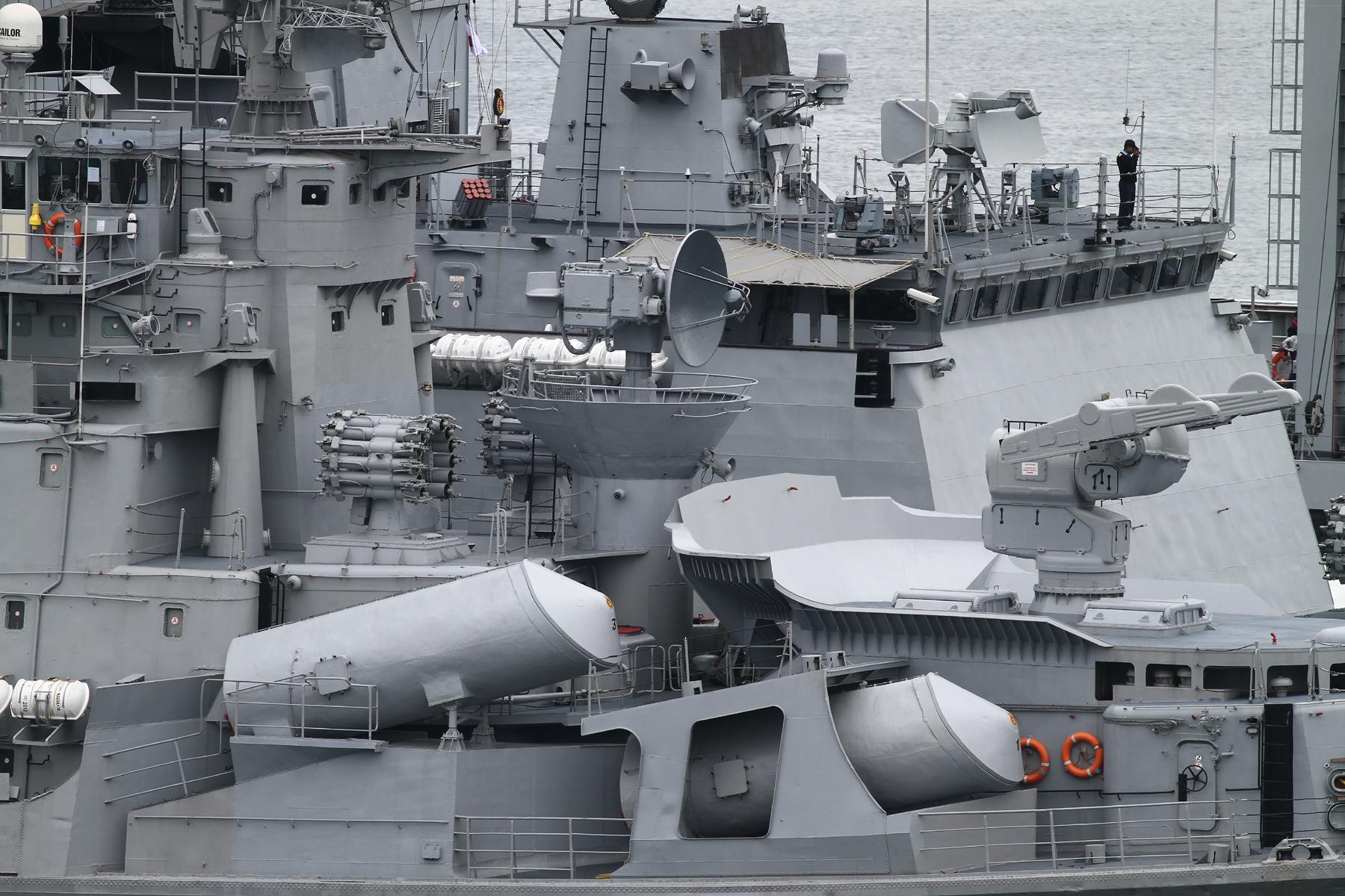 2012年6月5日 インド海軍駆逐艦ラーナとフリゲイト シヴァリク