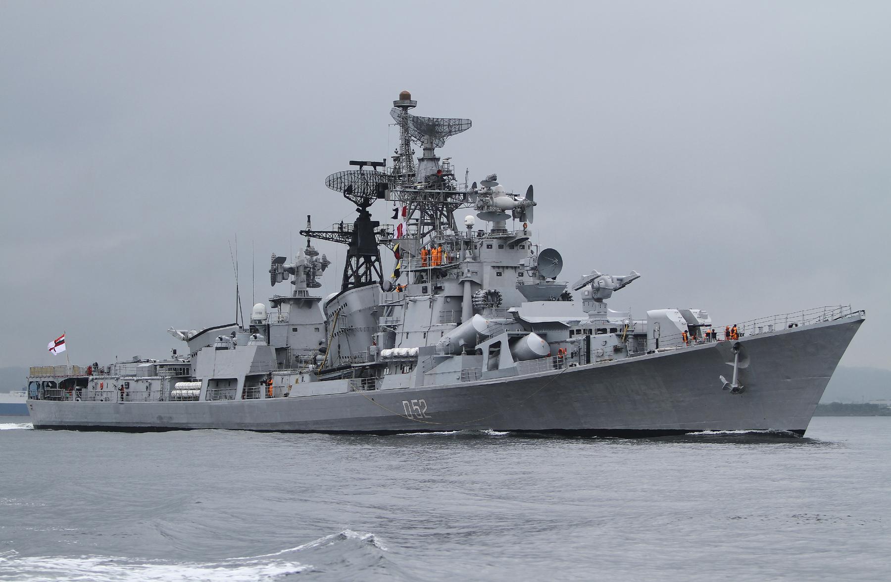2012年6月9日 横須賀を出港するインド海軍の駆逐艦ラーナINS Rana D52