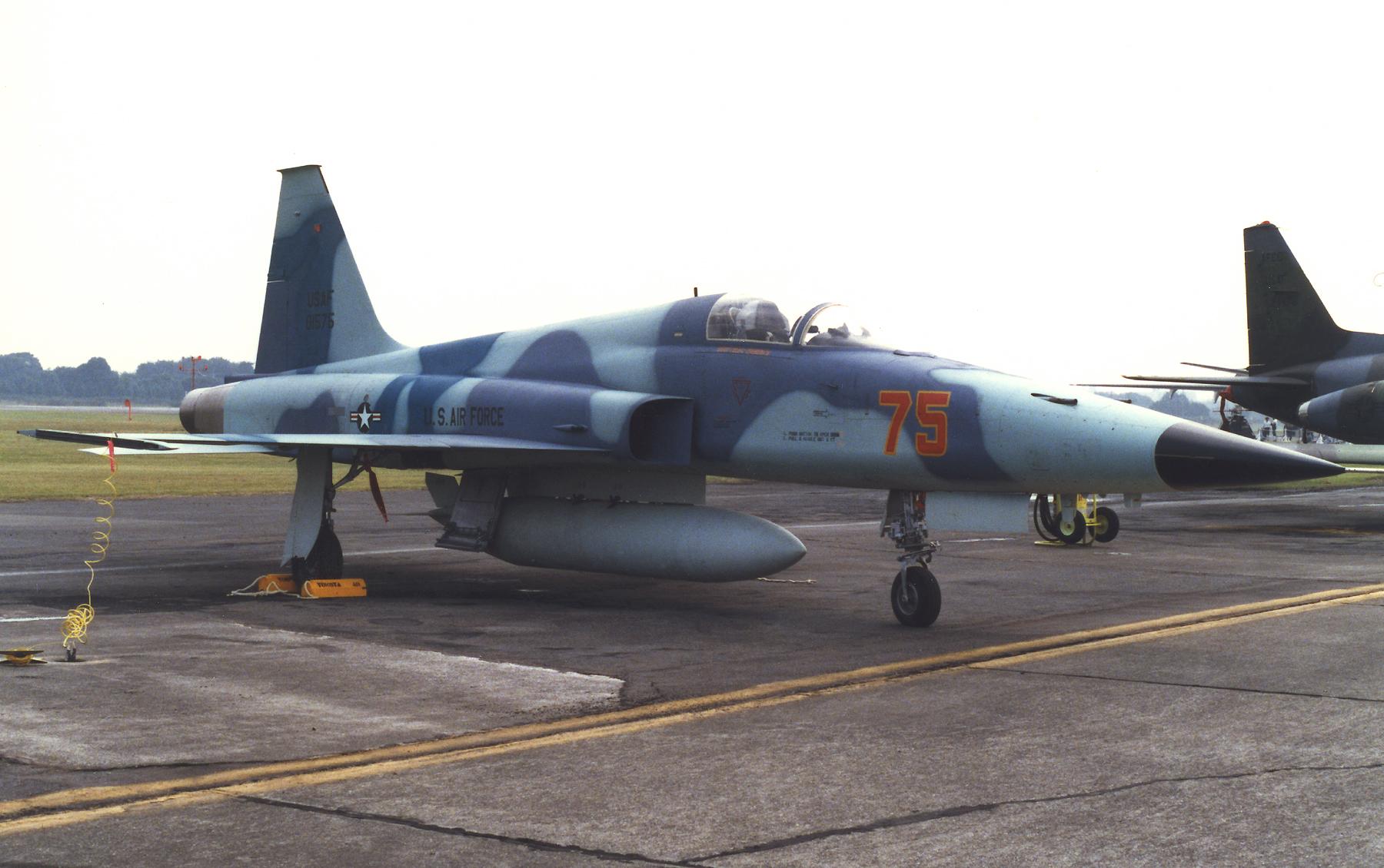 1985年横田基地オープンハウスでのF-5EタイガーII(74-01575)
