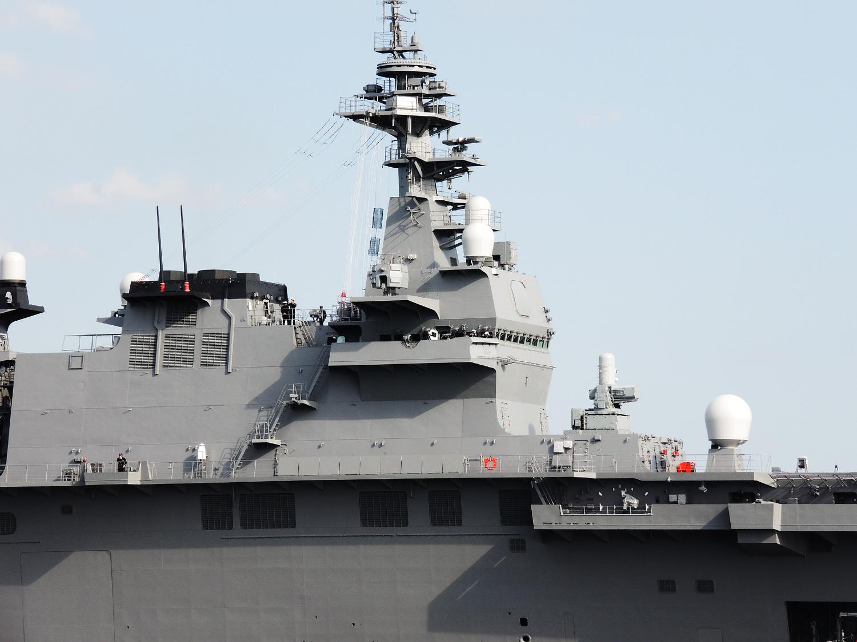 2015年3月25日横須賀に初入港する護衛艦いずものアイランド