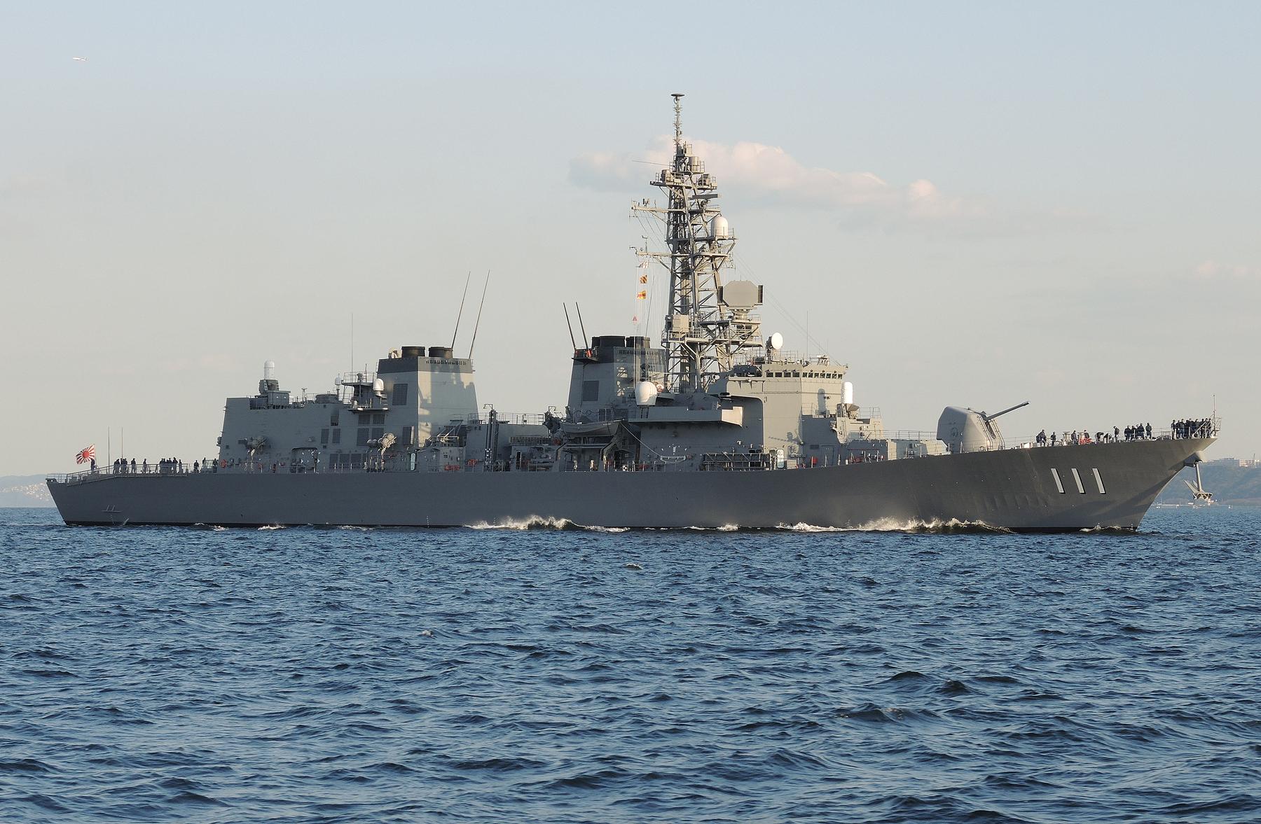 2015年3月25日横須賀に入港する護衛艦おおなみJS Onami DD111