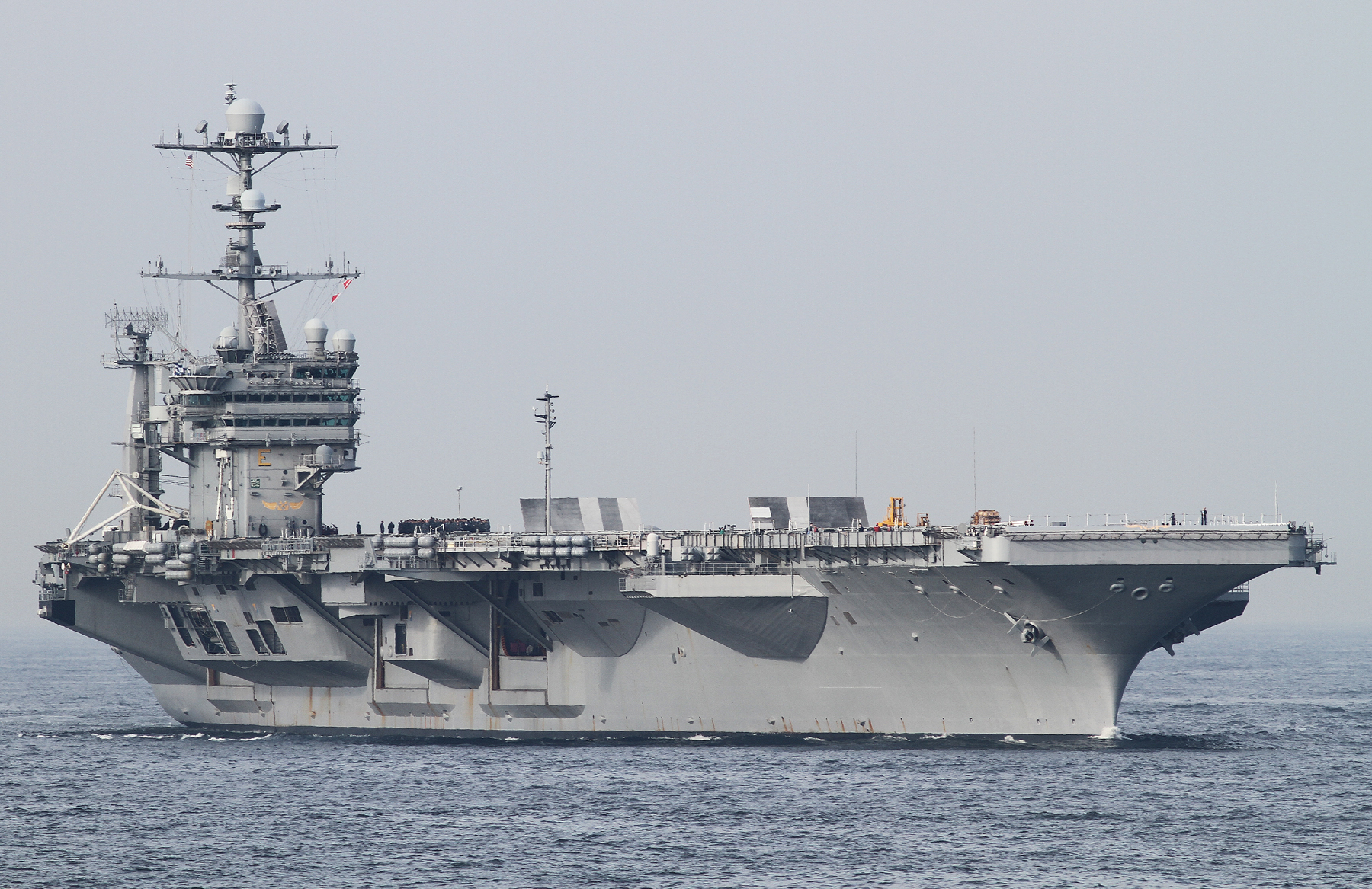 2015年5月15日横須賀に入港するジョージ・ワシントンUSS George Washington CV