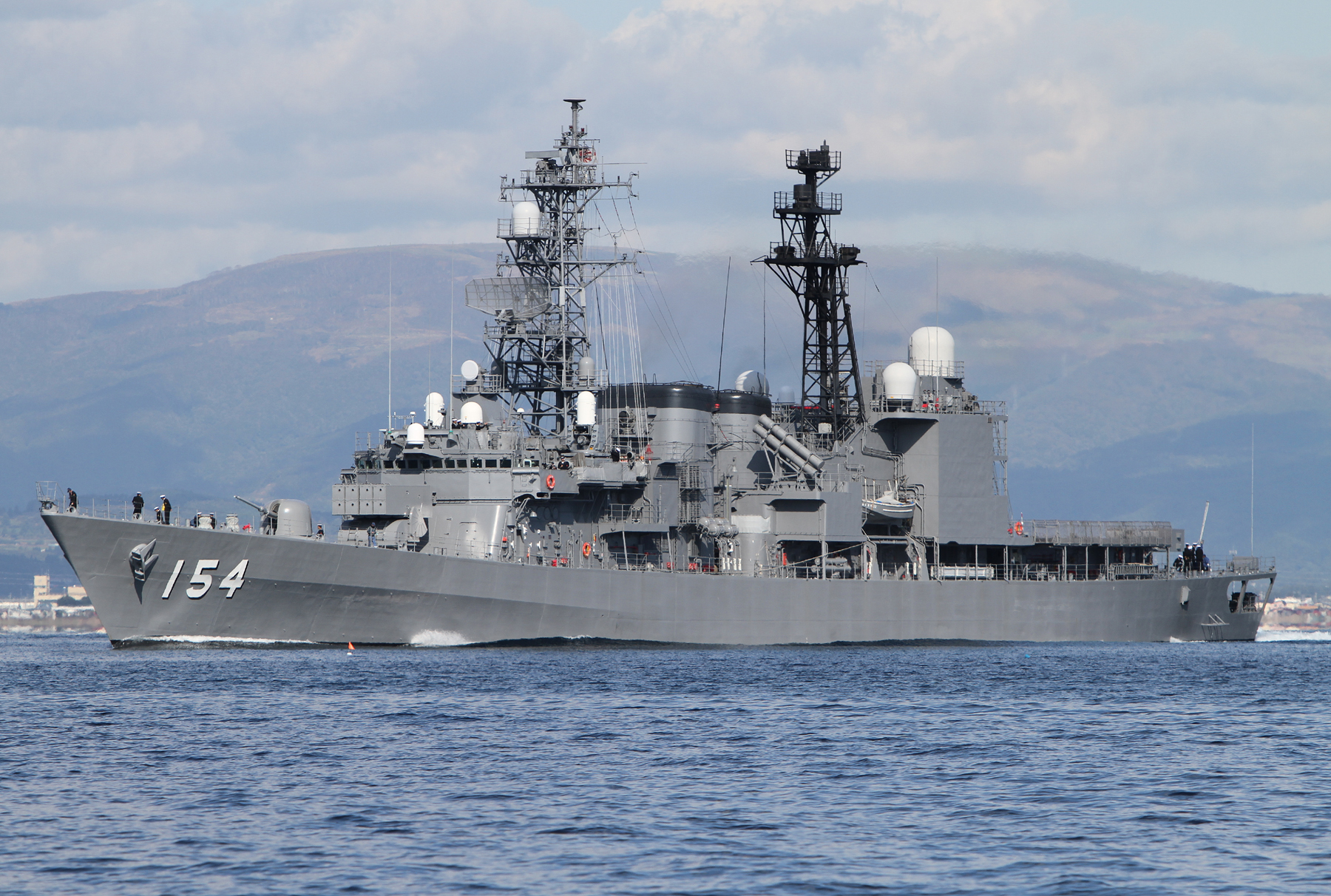 函館を出港する護衛艦あまぎりJS Amagiri DD154