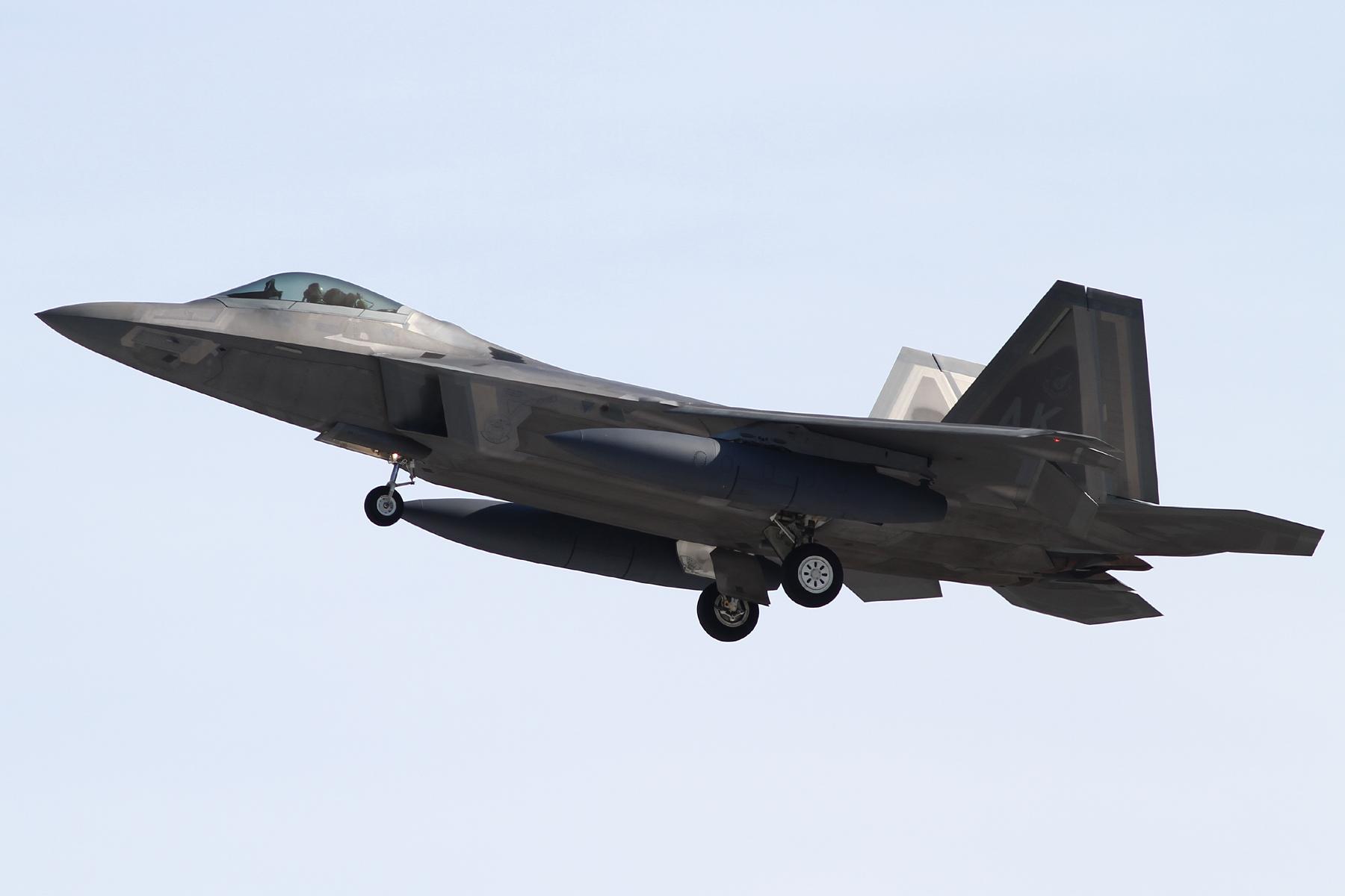 2016年1月21日横田に着陸する3WG/525FSのF-22A(06-4119)