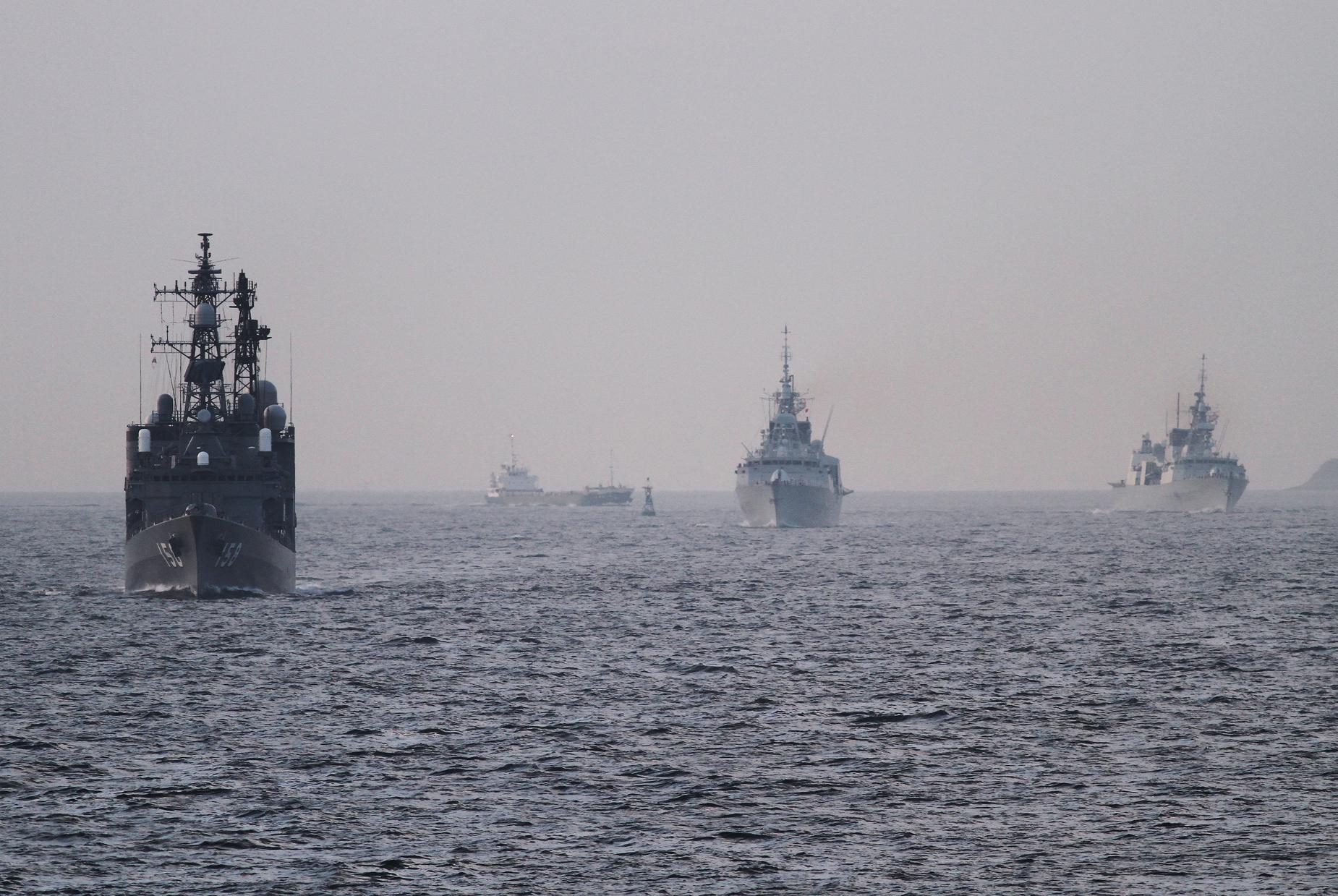 2017年7月15日 浦賀水道航路を南航する護衛艦うみぎりJS Umigiri DD158と