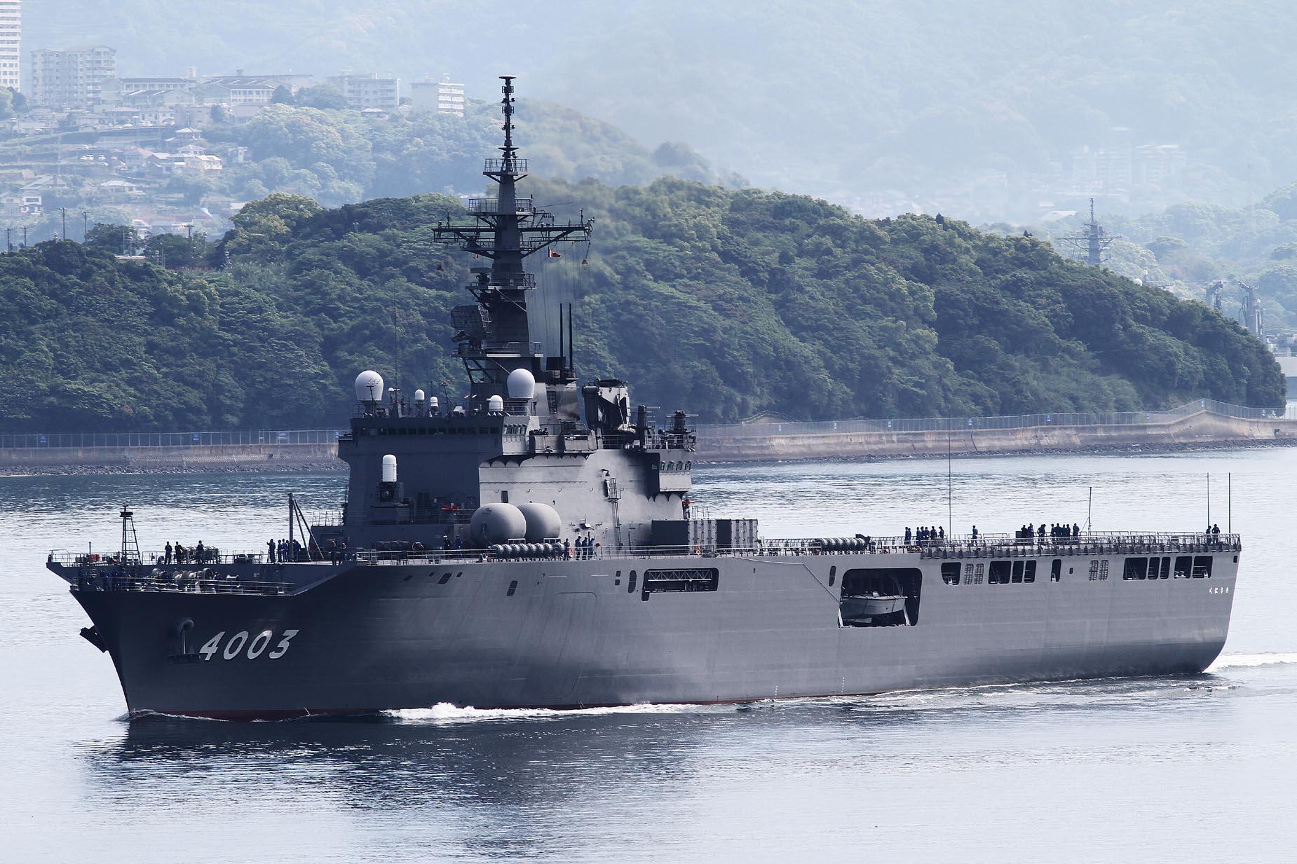 2017年5月5日佐世保を出港するくにさきJS Kunisaki LST4003