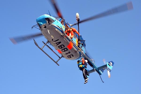 救助 ヘリコプター エベレストで横行する「不必要な救助」、ヘリ利用で保険金搾取 写真6枚