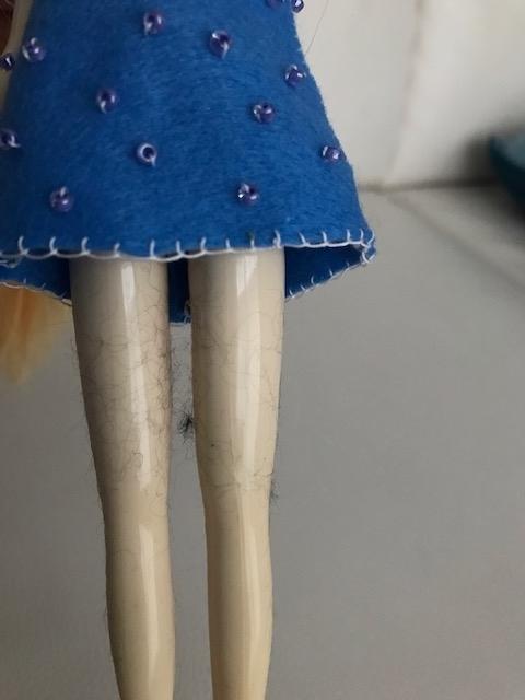 bunちゃんの足に黒い毛玉が・・・。
