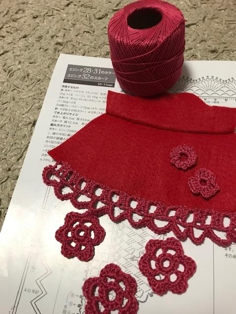 フェルトのワンピースとかぎ編みのモチーフ