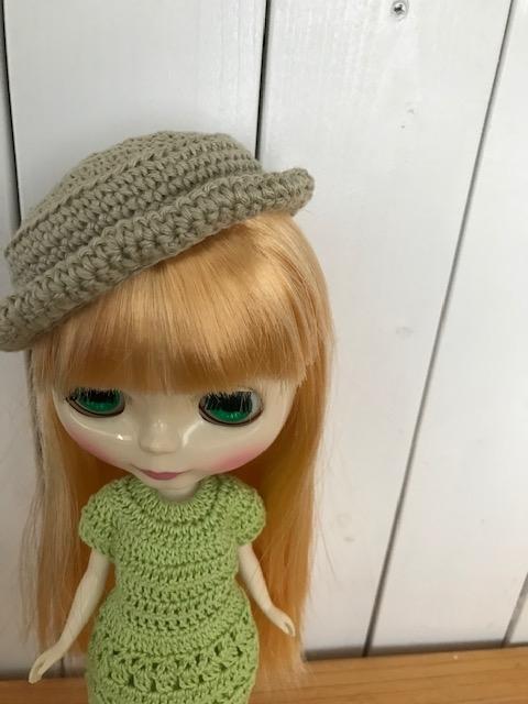 かぎ編みの帽子をかぶっているブライスbunちゃん