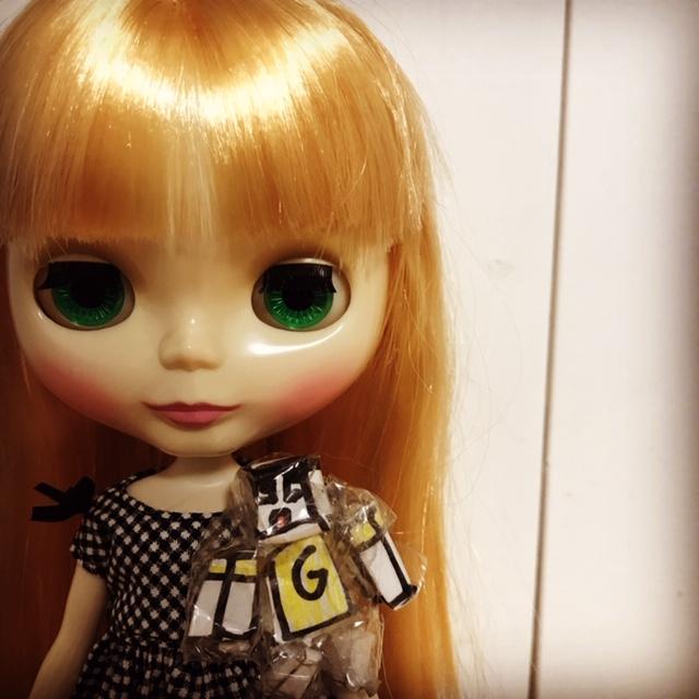 ブライスbunが手作りの人形とツーショット