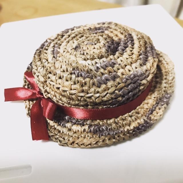 鍵編みで編んだブライスbunちゃんのカンカン帽子